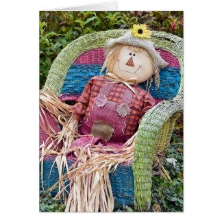 Espantalho do outono na cadeira de vime cartão comemorativo
