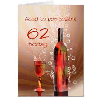 Espirrando cartão de aniversário do vinho o 62nd