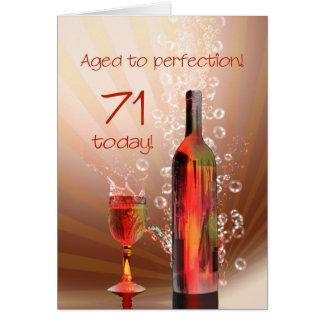 Espirrando cartão de aniversário do vinho o 71st