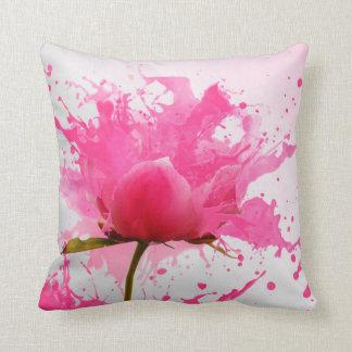 Espirrando o travesseiro cor-de-rosa da flor almofada
