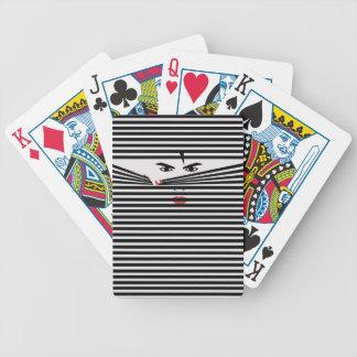 Espreitando o homem (branco) cartas de baralhos