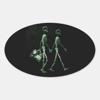 Esqueletos de viagem da visão do raio X do casal - Adesivo Oval