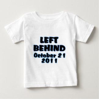 Esquerda atrás da camisa do 21 de outubro
