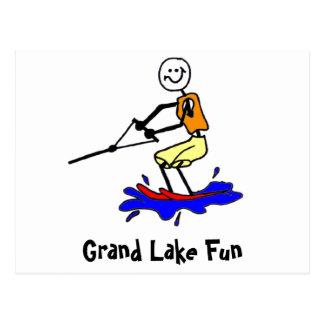 Esqui aquático no cartão grande do lago