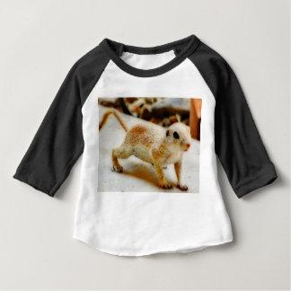 Esquilo à terra do bebê na camiseta do Raglan de