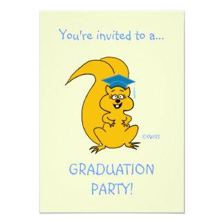 Esquilo engraçado do convite da graduação