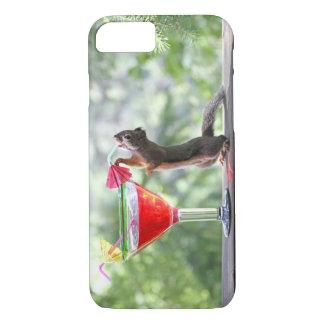 Esquilo que bebe um cocktail no happy hour capa iPhone 7