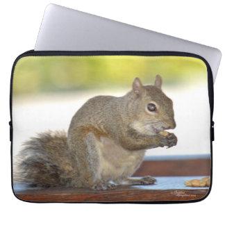 Esquilo que come a bolsa de laptop dos loucos capas para computadores