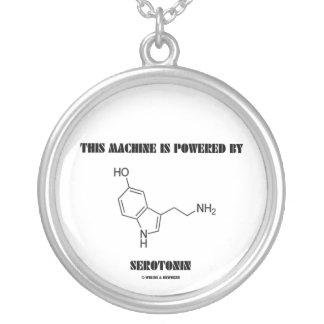 Esta máquina é psta pela serotonina (a química) colar banhado a prata