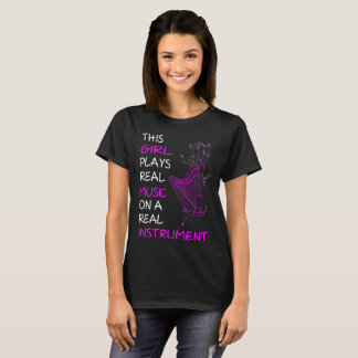 Esta menina joga o Tshirt real da harpa do Camiseta