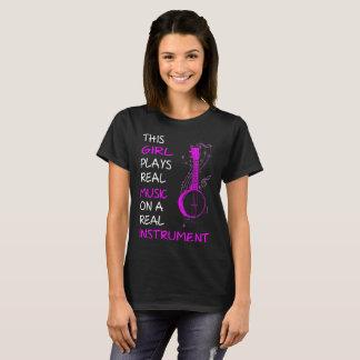 Esta menina joga o Tshirt real do banjo do Camiseta