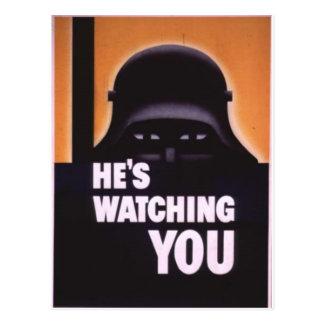 Está olhando-o propaganda cartão postal
