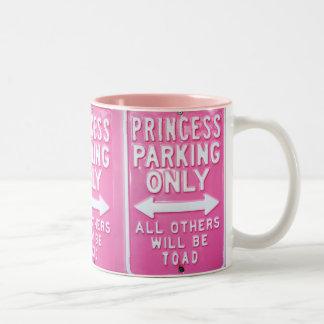 Estacionamento da princesa caneca de café em dois tons