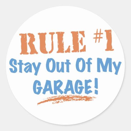 Estada da regra #1 fora de minha garagem adesivo em formato redondo