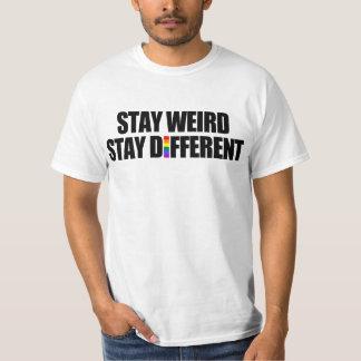 Estada estranha da estada diferente t-shirts