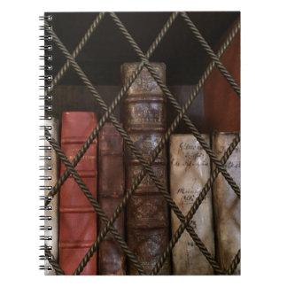 Estante da biblioteca caderno espiral