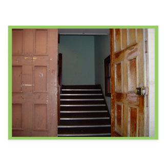 Estar aberto e vão das escadas a Cameron Salão em Cartão Postal