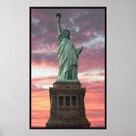 Estátua da liberdade/por do sol posters