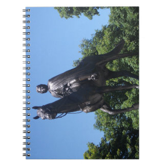 Estátua de Elizabeth II no caderno da cidade de