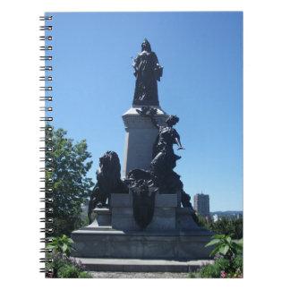 Estátua no caderno da cidade de Montreal