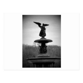 estátua preto e branco cartão postal