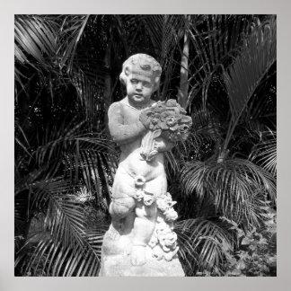 Estátua preto e branco da criança da foto pôster