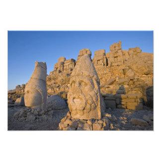 Estátuas principais colossais dos deuses guardando impressão de fotos