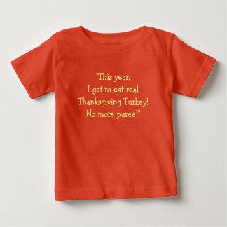 """""""Este ano, eu consigo comer Turquia real."""" [a] Camiseta Para Bebê"""
