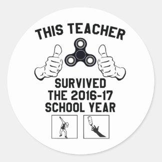 Este professor sobreviveu ao ano escolar adesivo redondo