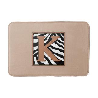 Esteira de banho Monogrammed da zebra da letra K Tapete De Banheiro