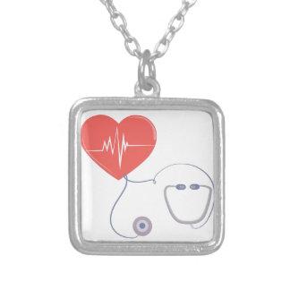 Estetoscópio do coração colar com pendente quadrado