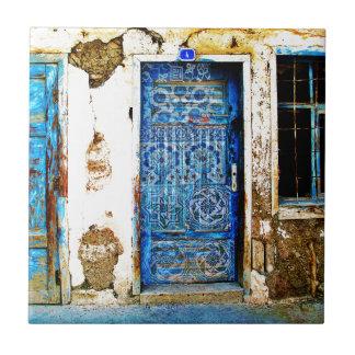 Estilo rústico da porta grega azul do vintage