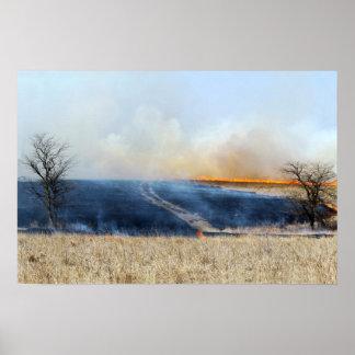 Estrada através da queimadura 24 x 16 da pradaria poster