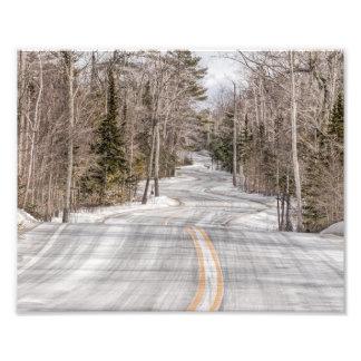 Estrada do inverno do enrolamento no impressão da impressão de foto