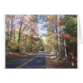 Estrada secundária do outono cartão comemorativo
