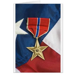 Estrela de bronze na bandeira americana cartão comemorativo