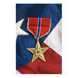 Estrela de bronze na bandeira americana cartão postal