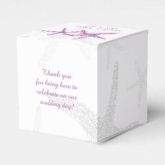 Estrela do mar roxa na caixa branca do favor do caixinha de lembrancinhas para festas