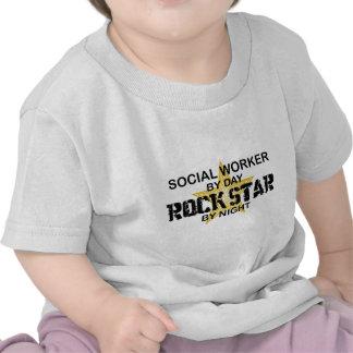 Estrela do rock do assistente social em a noite camiseta
