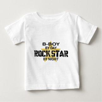 Estrela do rock do B-Menino em a noite Camiseta Para Bebê
