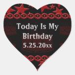 Estrela do rock do bolo de aniversário no vermelho adesivo em forma de coração