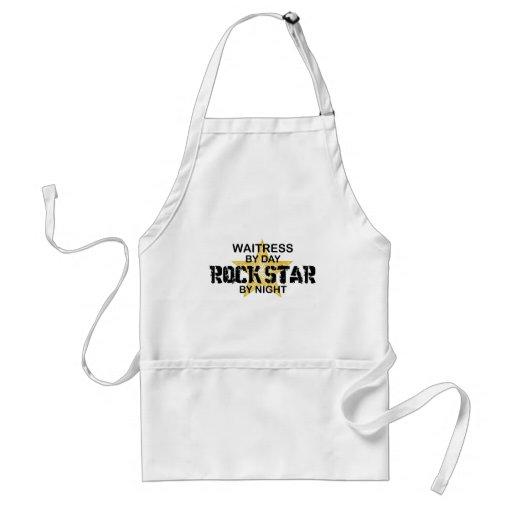 Estrela do rock do garçonete em a noite aventais
