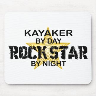Estrela do rock do Kayaker em a noite Mouse Pad