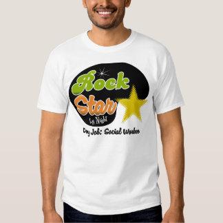 Estrela do rock em a noite - assistente social do t-shirt