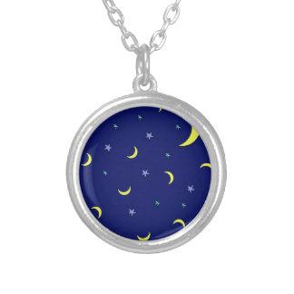 Estrelas azuis da noite da lua amarela pingente