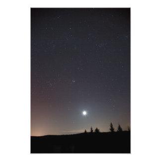 Estrelas em uma noite fria do inverno impressão de foto