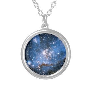 Estrelas infantis de NGC 346 Colar Com Pendente Redondo