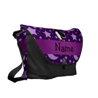 Estrelas roxas personalizadas e luas do pinguim bolsas mensageiro