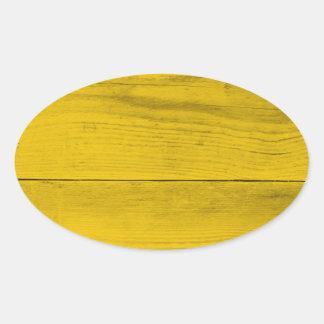 Estrutura de madeira amarela como uma textura do adesivo oval
