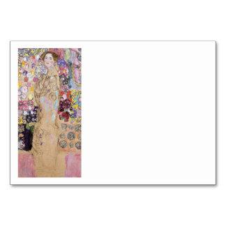Estudo da mulher nas flores cartão
